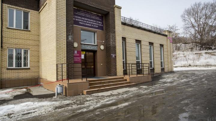 Полиция пришла с обысками в «Ритуальные услуги» мэрии Новосибирска