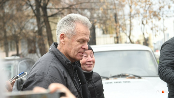 «Спасибо, что разобрались»: избежавший строгого режима экс-мэр Каменска-Уральского вышел из СИЗО
