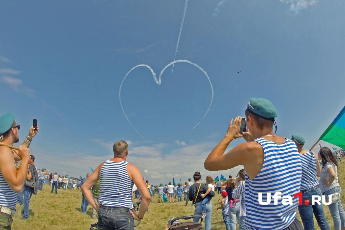Аэродром Забельский собрал на своей земле тысячи «голубых беретов»