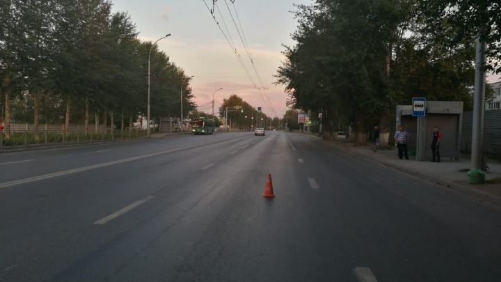 Сбили прохожих и скрылись: автоинспекция объявила в розыск двух водителей