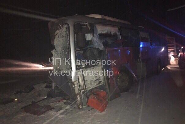Три человека погибли в аварии с рейсовым автобусом на трассе