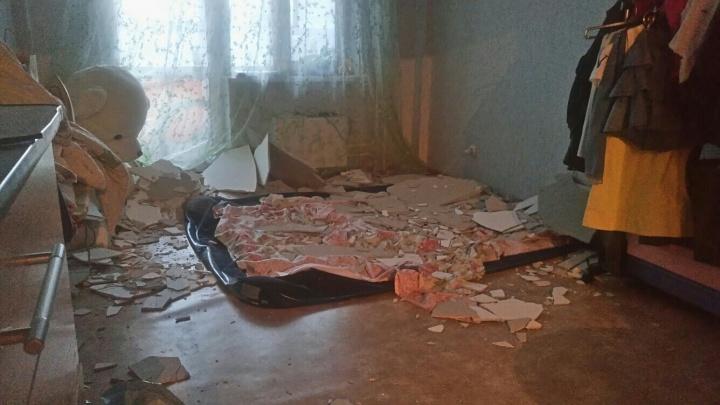 В Красноярске в новостройке обрушился потолок