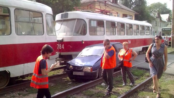 На Советской «восьмерка» протаранила трамвай