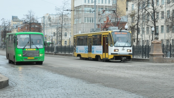 Автобусы, трамваи и троллейбусы изменят маршруты из-за репетиции парада в центре Екатеринбурга