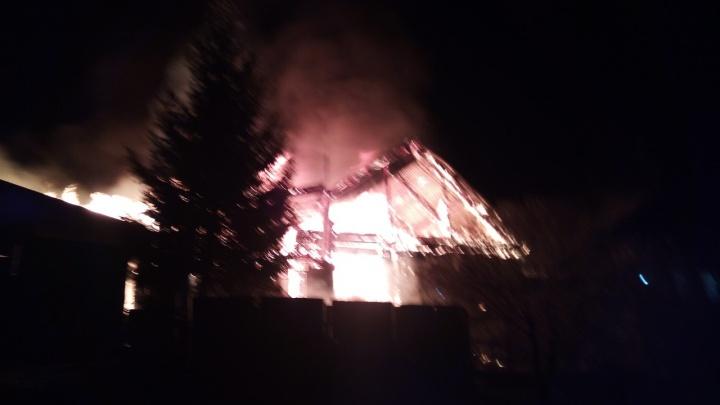 В МЧС рассказали подробности пожара, в котором пострадали женщина и ребёнок на Южном Урале