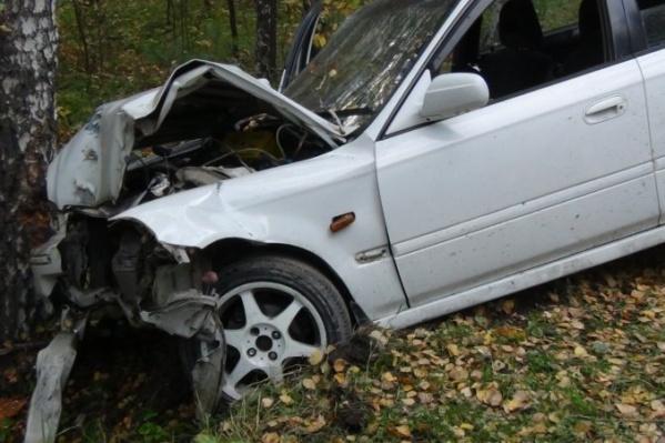 «Хонда» после столкновения с «Ладой» врезалась в дерево