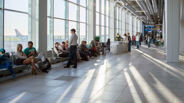 «Час спали в самолёте»: рейс до китайского курорта задержали в «Толмачёво» на 10 часов