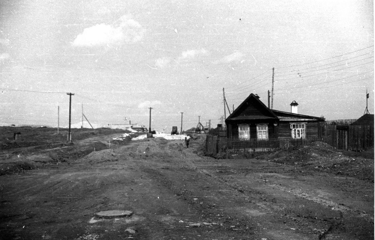 В советские годы железная дорога часто выдавала ссуды своим работникам на строительство малоэтажного частного жилья. Железнодорожники с удовольствием возводили себе деревянные дома. Ими в изобилии были застроены посёлки Красная Звезда и особенно Семь Ключей