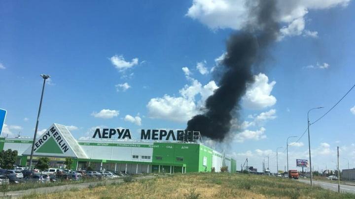 В Ростове на Обсерваторной загорелась фура