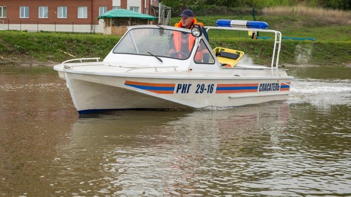 В озере на окраине Новосибирска утонул мужчина: на место выехали спасатели
