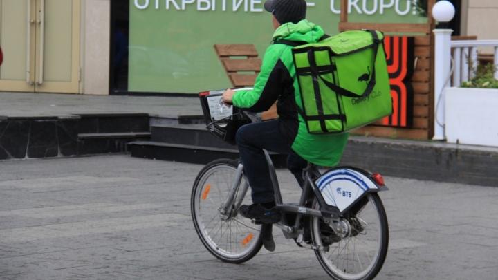 К нам пришли зелёные человечки: Delivery Club после «Яндекс.Еды» тоже запустил в Омске свою доставку