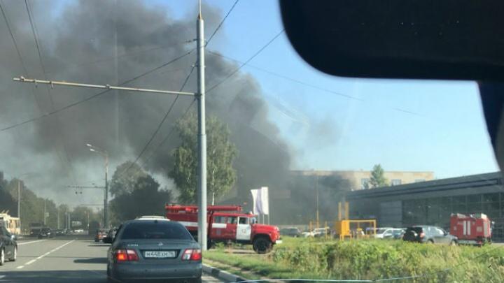 «Это был огненный дождь!»: на Полушкиной роще на стройке случился крупный пожар