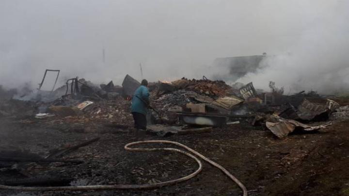 На острове под Архангельском сгорело пять дачных домов