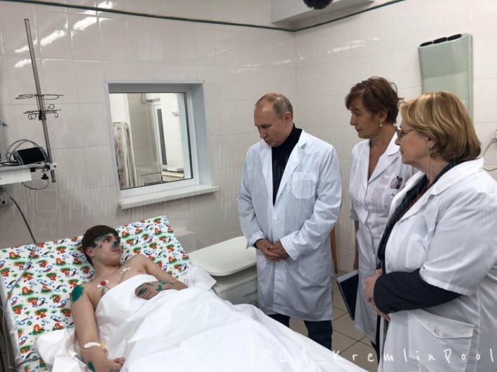 Владимир Путин навестил пострадавшего подростка в больнице 31 декабря