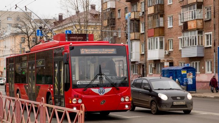 Будут с USB: в Ярославль закупят красных троллейбусов почти на 90 миллионов рублей