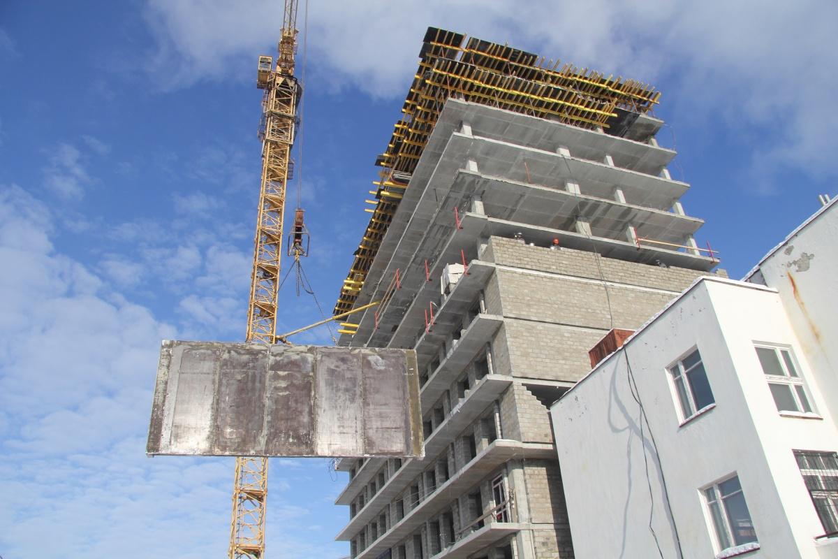 Сейчас строители «Дома на Опалихинской» возводят 11-й этаж и ведут кладочные работы