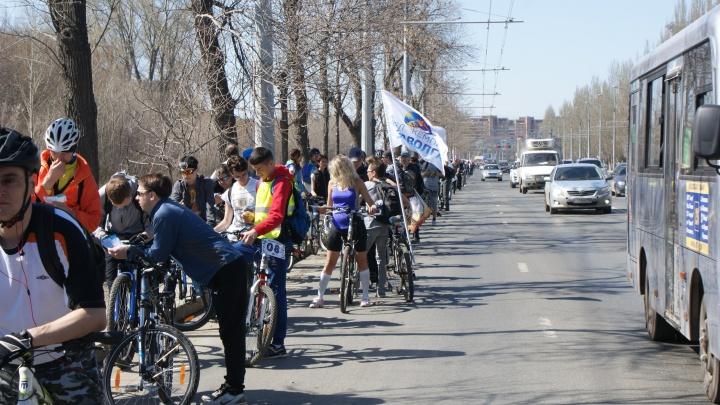 Самарские велосипедисты решили отметить весну массовым заездом и парадом в нарядах