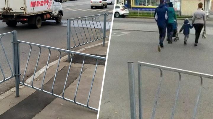 На улице Победы пешеходы пробили дорожное ограждение