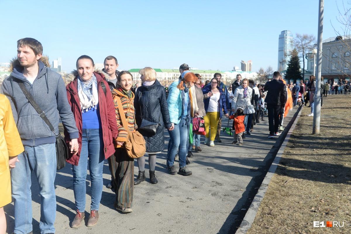 Как Шеремет и 3 тысячи человек делили сквер: онлайн-трансляция с акции протеста у Театра драмы