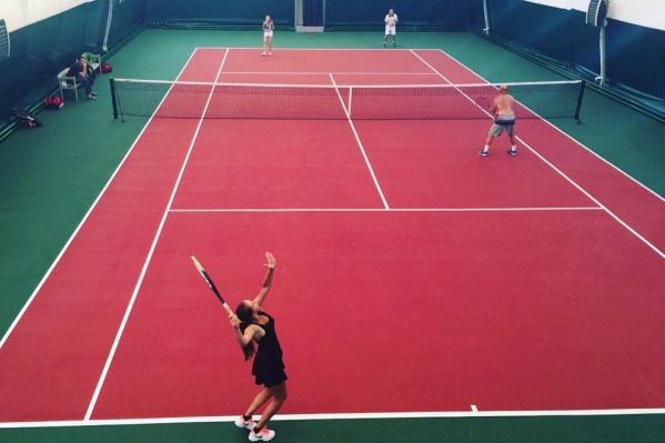 На теннисном корте часто проходили спортивные мероприятия