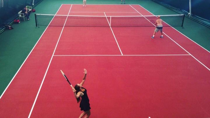Судебные приставы опечатали теннисный корт в микрорайоне Ива