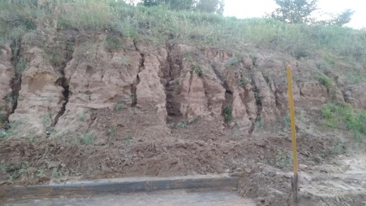 В Городищенском районе ползущие склоны топят дорогу