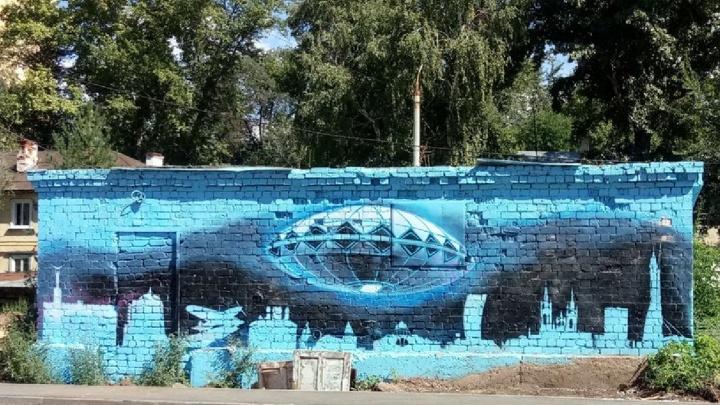 «НЛО над городом»: на проспекте Металлургов нарисовали граффити «Самара Арены»