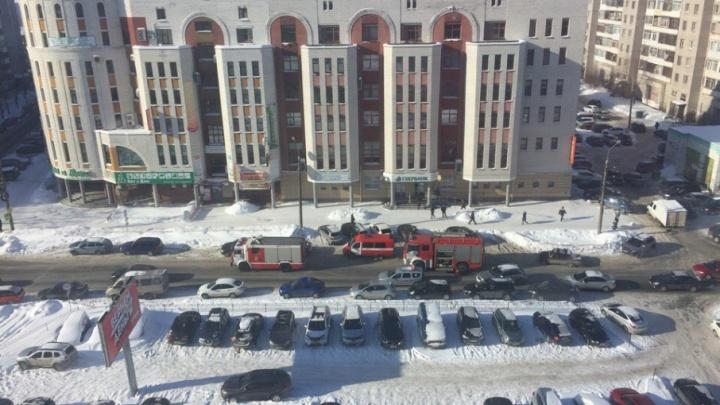 В центре Архангельска эвакуировали 200 человек из дома на Ломоносова