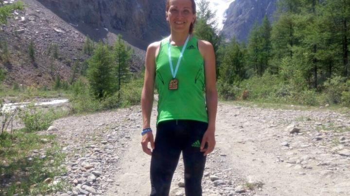 Бегунья из Новосибирска обогнала всех соперниц в высотной гонке по горам