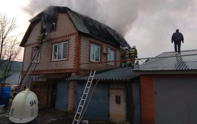 В Самаре сгорел двухэтажныйдом с мансардой
