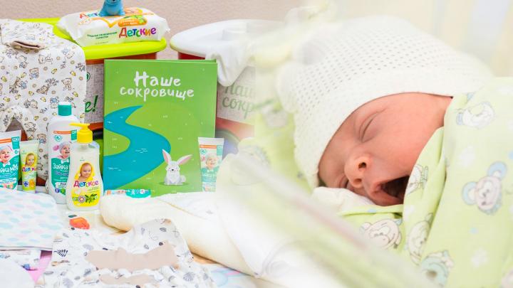 Детская неожиданность: сравниваем коробки для новорожденных в Москве и остальной России