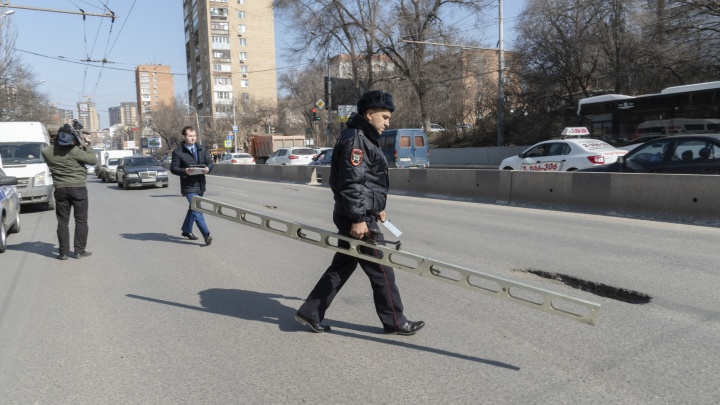 Ямы, трещины, колея: ростовские дороги снова признали проблемными