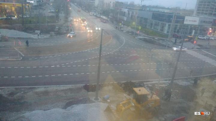 «Ура, дождались!»: перекресток Фронтовых Бригад и Старых Большевиков открыли для автомобилей