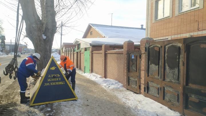 «Пирамиду позора» установили возле особняка в Тольятти