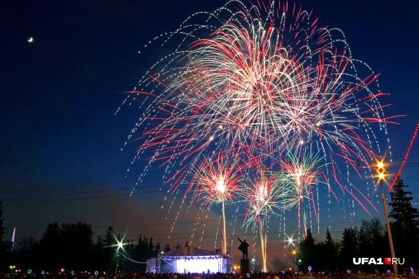 На красочное завершение праздника потратили около 500 тысяч рублей