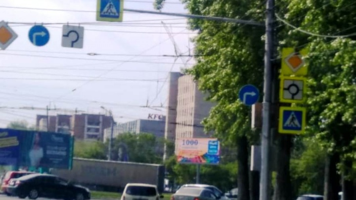 На площади Кирова после публикации НГС перевесили дорожный знак