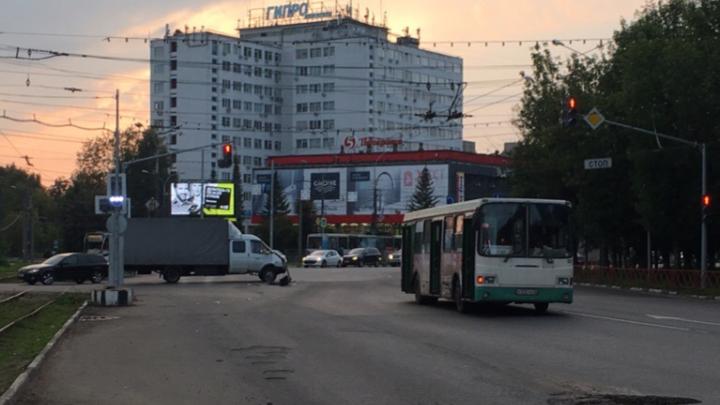 «Я не знаю, как дальше жить»: в Ярославле «Газель» врезалась в автобус с пассажирами