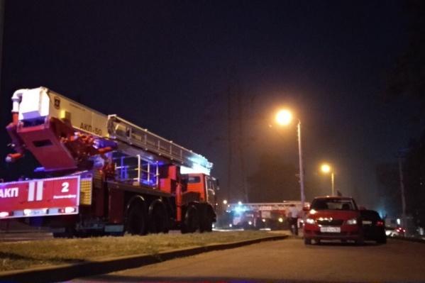 Здание на Нансена начало гореть в 9 часов вечера