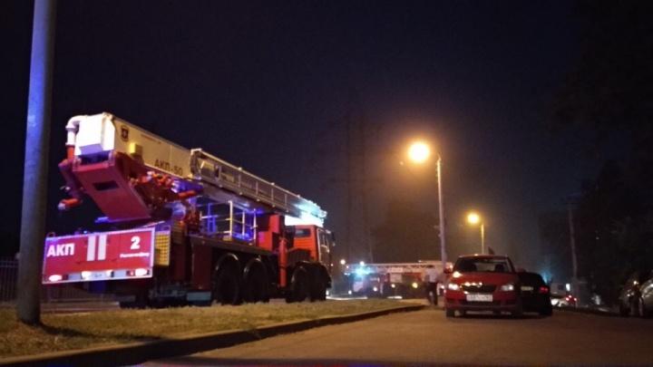 Офисное здание загорелось в Ростове на улице Нансена