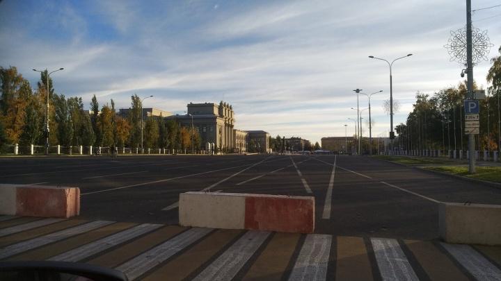 На площади Куйбышева сдвинут блоки, чтобы увеличить зону парковки