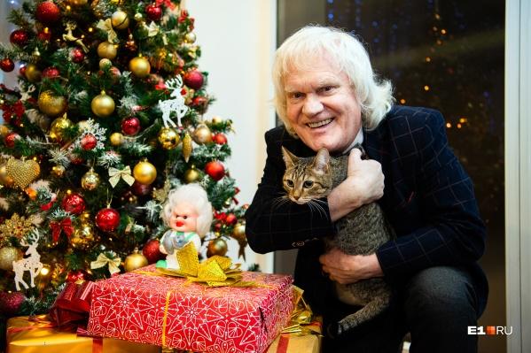 """Мы показали Куклачеву нашу <a href=""""https://www.instagram.com/e1.cat/"""" target=""""_blank"""" class=""""_"""">редакционную кошку Сяму</a>. Он сразу сказал, что Сяма — спокойная кошка, которая вряд ли будет выполнять трюки&nbsp;"""