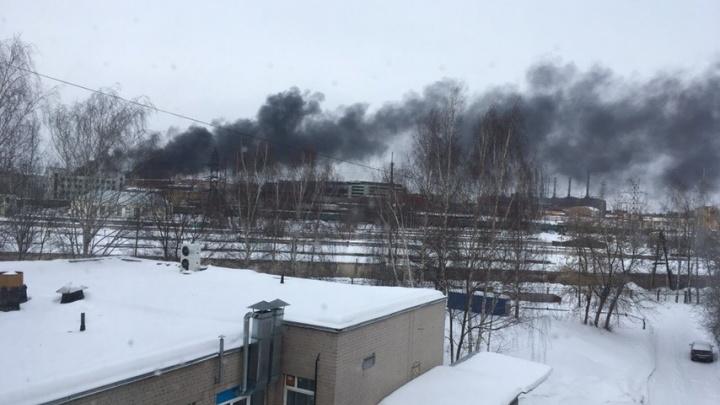 «Запах ужасный»: в Ярославле загорелся шинный завод. Хроника