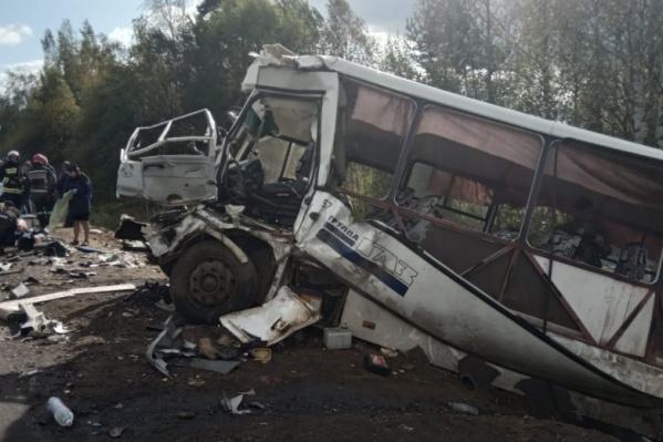 Автобус с пассажирами столкнулся с фурой