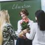 Тогда и сейчас: как поздравляют и что дарят на День учителя