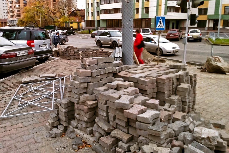 Восстановить тротуары пообещали к концу октября