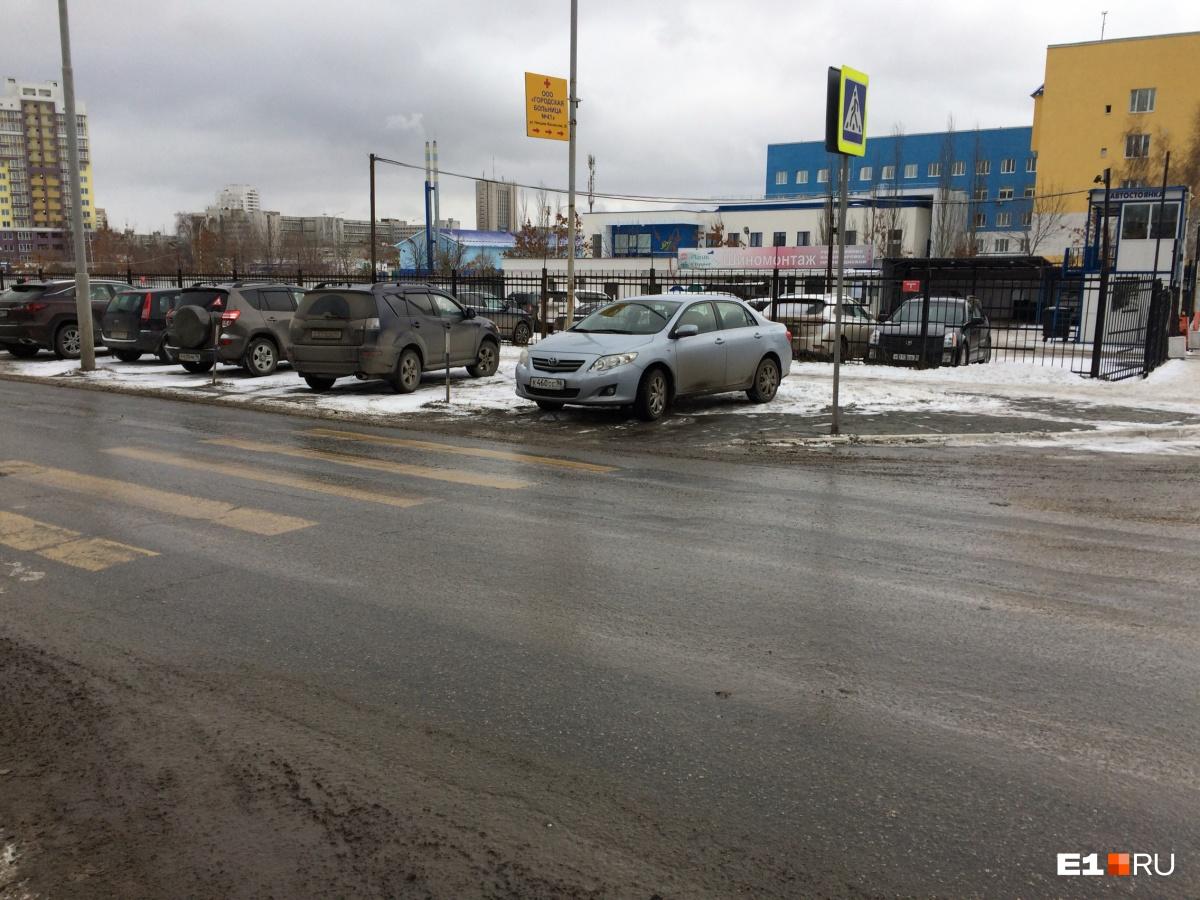 «Я паркуюсь как...»: помехи для грузовиков, бетономешалки в кустах и автохам со щетками
