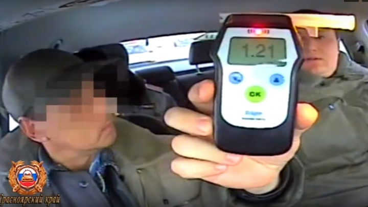 Пьяный инструктор учил курсанта вождению в Боготоле и сам был лишён прав