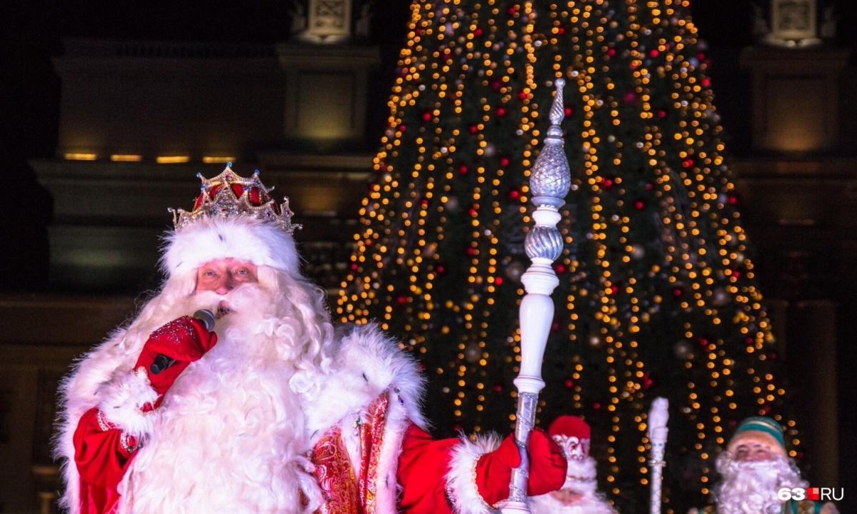 В прошлом году Дед Мороз зажег главную ёлку города