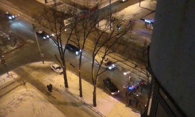 В Перми автомобиль такси сбил женщину на тротуаре