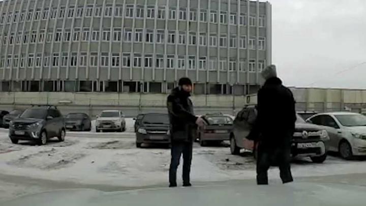 Начальника цеха уфимского УМПО обстрелял из пистолета его подчиненный: видео попало на регистратор